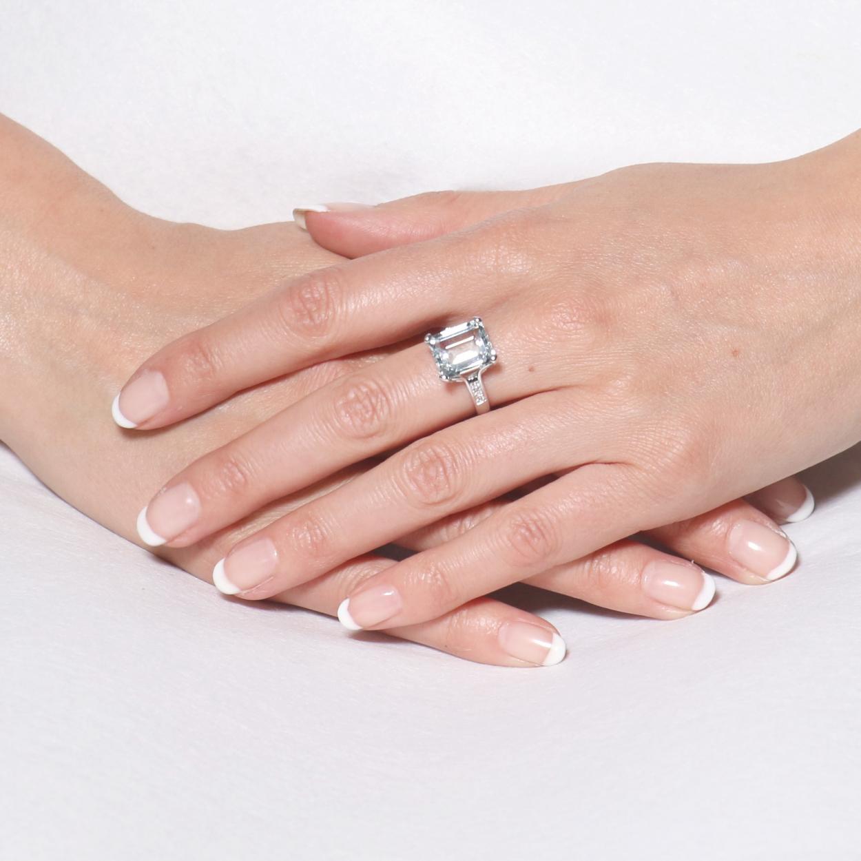 Extrêmement Bague Or Blanc 750 Aigue Marine Rectangulaire et Diamant Ref. 39242 PA42