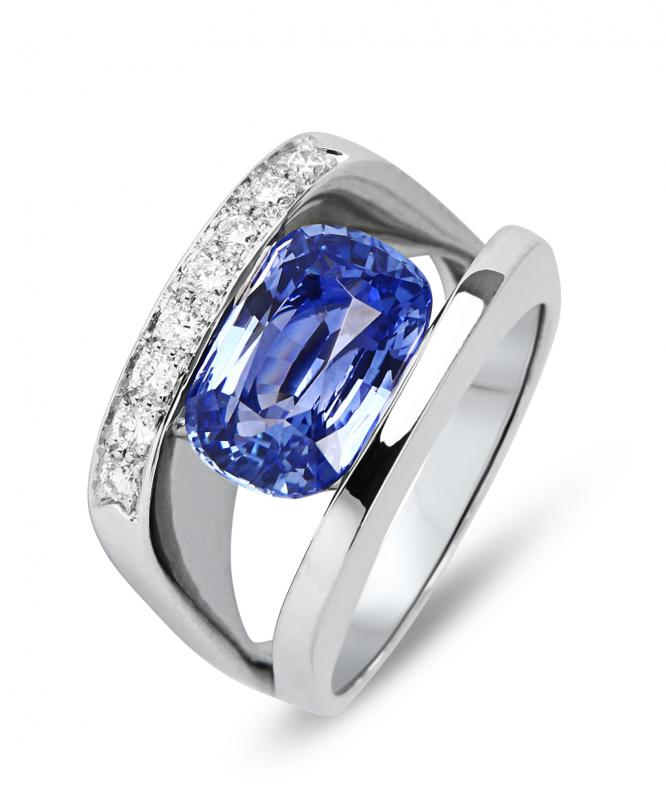Exceptionnel Bague Saphir Ceylan Coussin et Diamant sur Or Blanc Ref. 36679 XP89