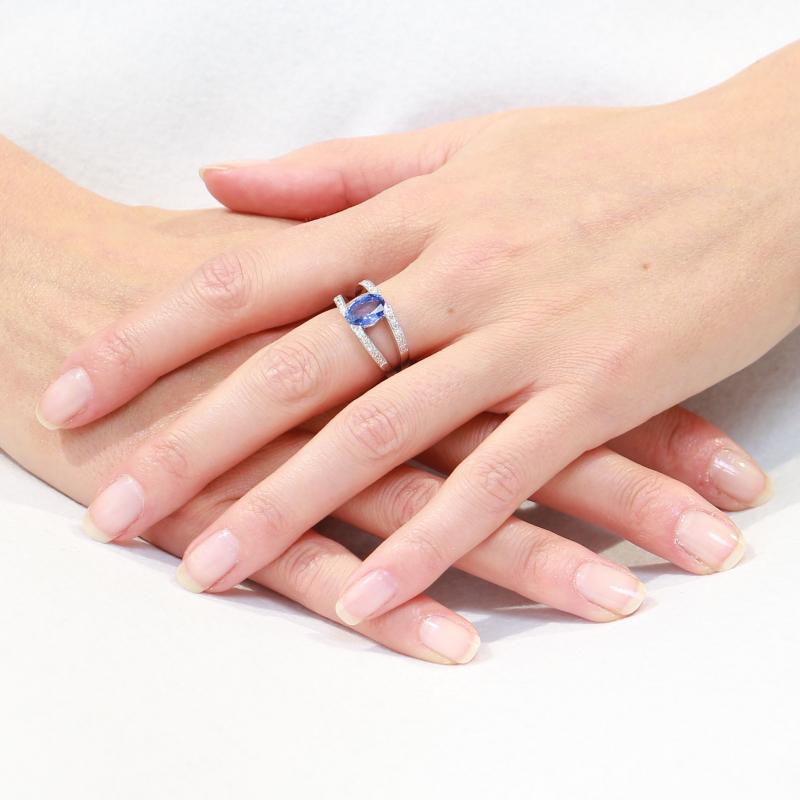 bague saphir ovale 9x7mm et diamant en or blanc ref 31605. Black Bedroom Furniture Sets. Home Design Ideas
