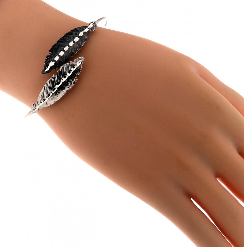 bracelet jonc en argent rhodi avec plumes effet 2 tons ref 42866. Black Bedroom Furniture Sets. Home Design Ideas