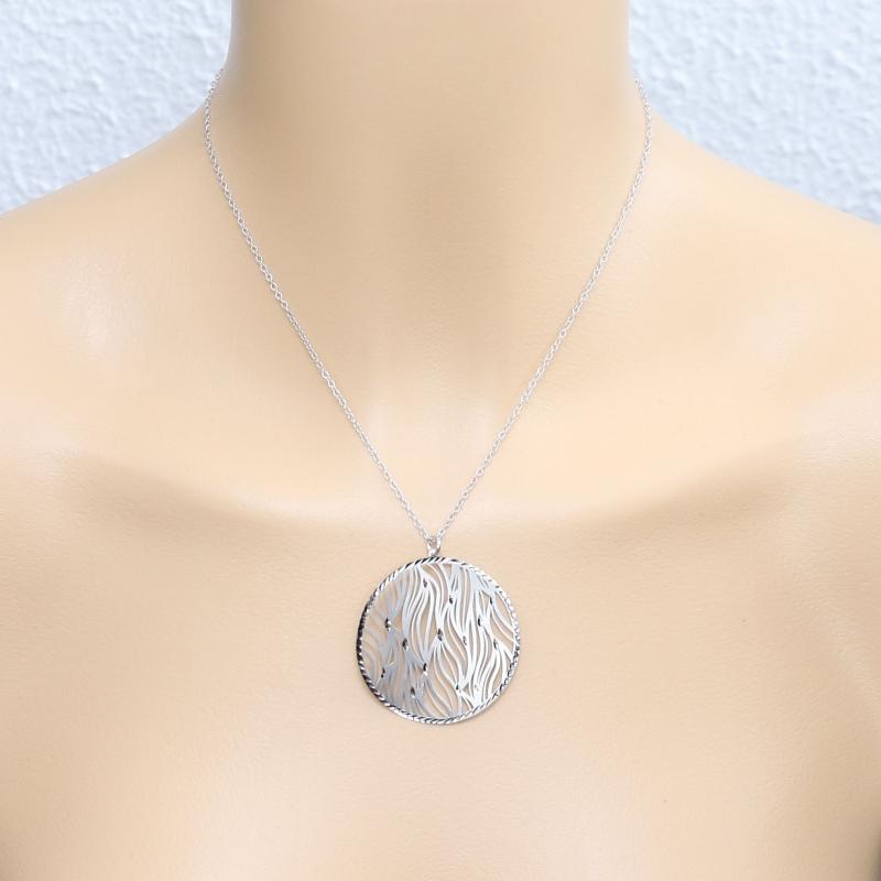 9d598c06e567 Collier en argent rhodié avec motif rond ajouré de vagues Ref. 45447