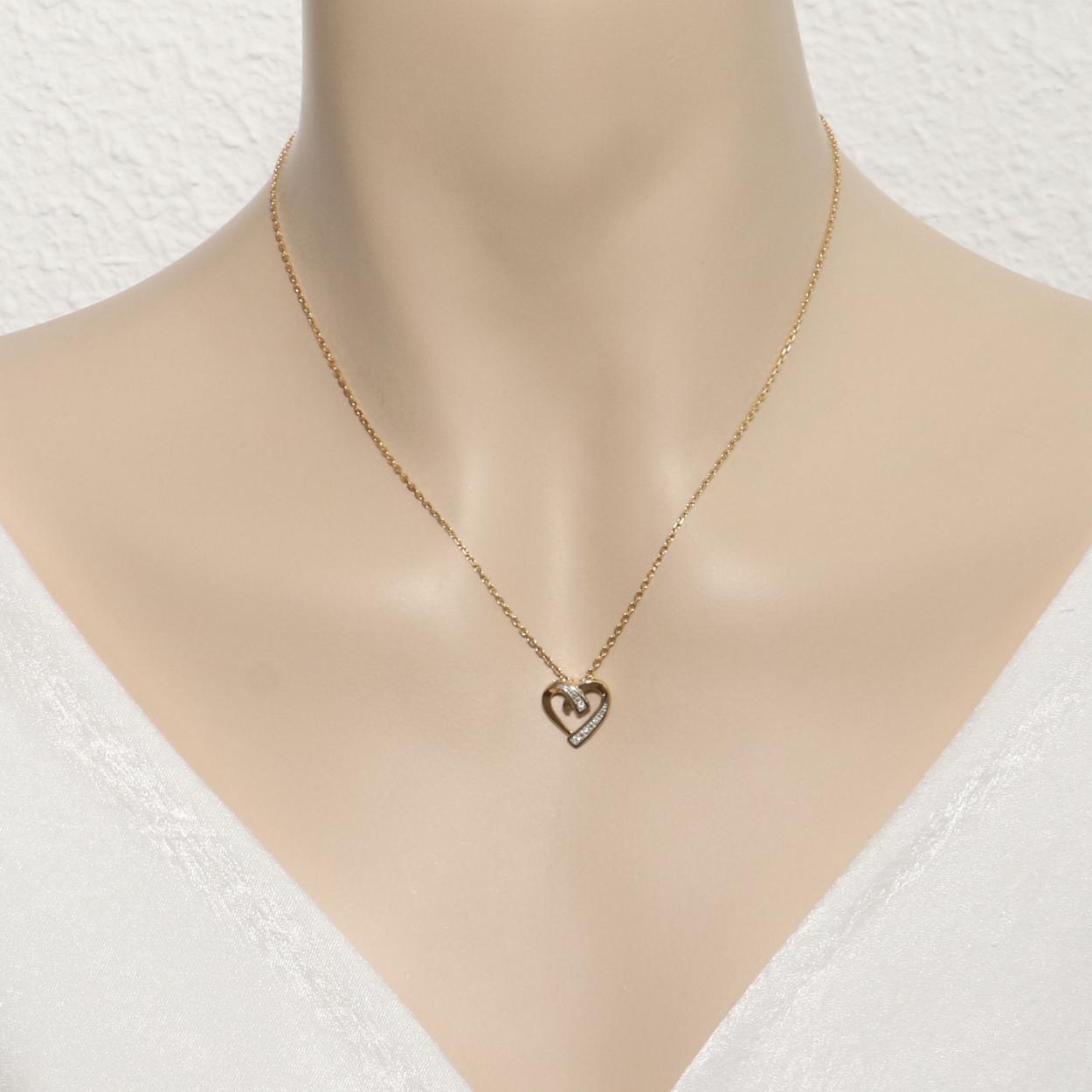 55694128c72 Pendentif Coeur Or Jaune 750 et Diamant Ref. 44722
