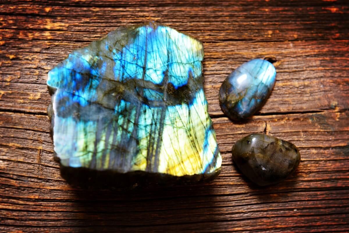 design intemporel 7398d 0341c Labradorite: propriétés, vertus et signification de la pierre